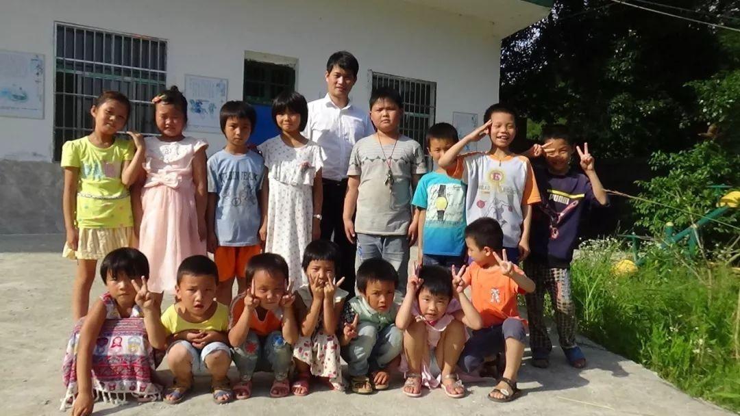 """聚师网友故事会""""80后""""教师的坚守:为了孩子"""